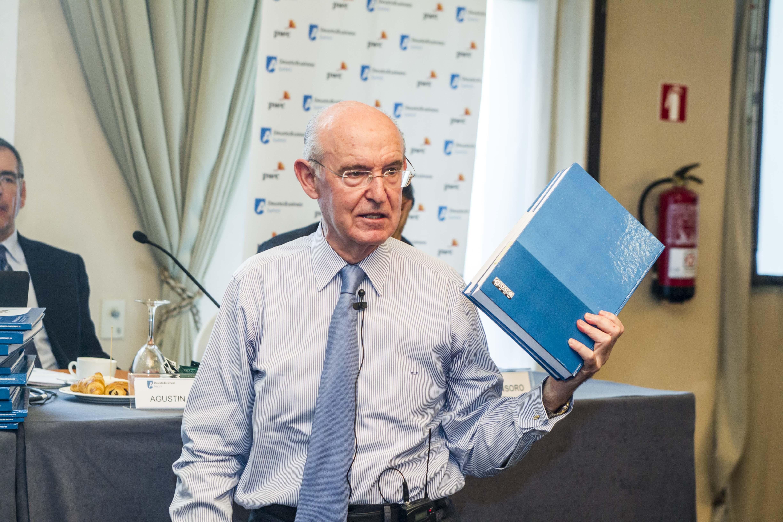 Pedro Luis Uriarte presentando su libro en Vitoria-Gasteiz. Deusto Business Alumni.