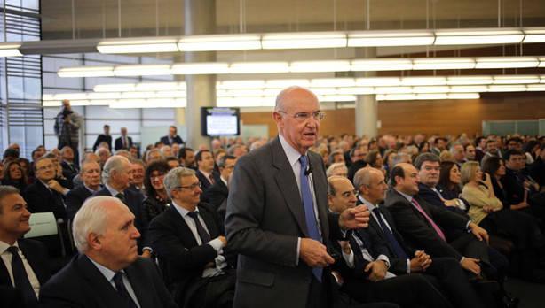 Pedro Luis Uriarte en la Universidad de Deusto en la presentación de su libro sobre El Concierto Económico vasco.Foto: Borja Guerrero.