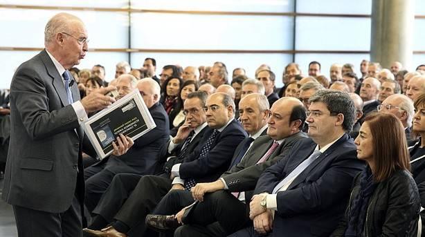 """Pedro Luis Uriarte, durante la presentación de su libro """"El Concierto Económico vasco: una visión personal"""" (EFE)"""