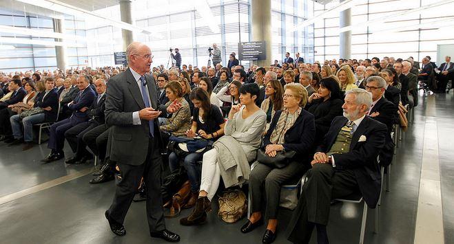 Pedro Luis Uriarte en la Universidad de Deusto presentando su libro. Deusto Business Alumni.